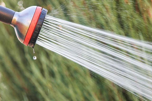 Zahradní sprcha v akci