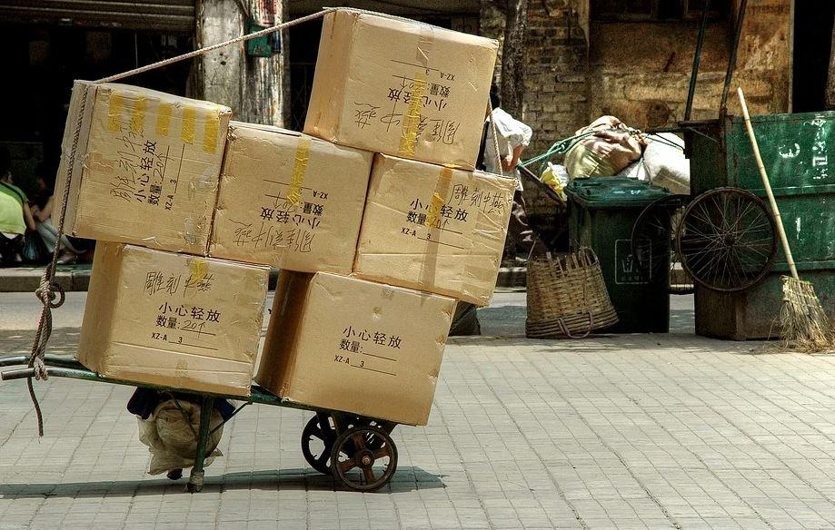 krabice na vozíku